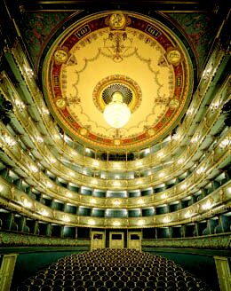 estatestheatreprague2.jpg